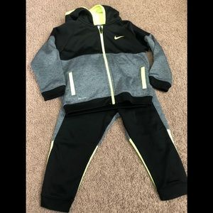 Nike sweatsuit for your lil boy. Good condition